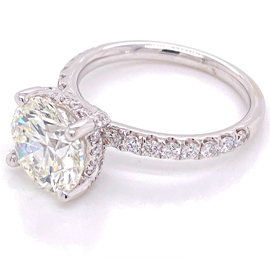 White Gold Engagement Ring with round brilliant diamonds